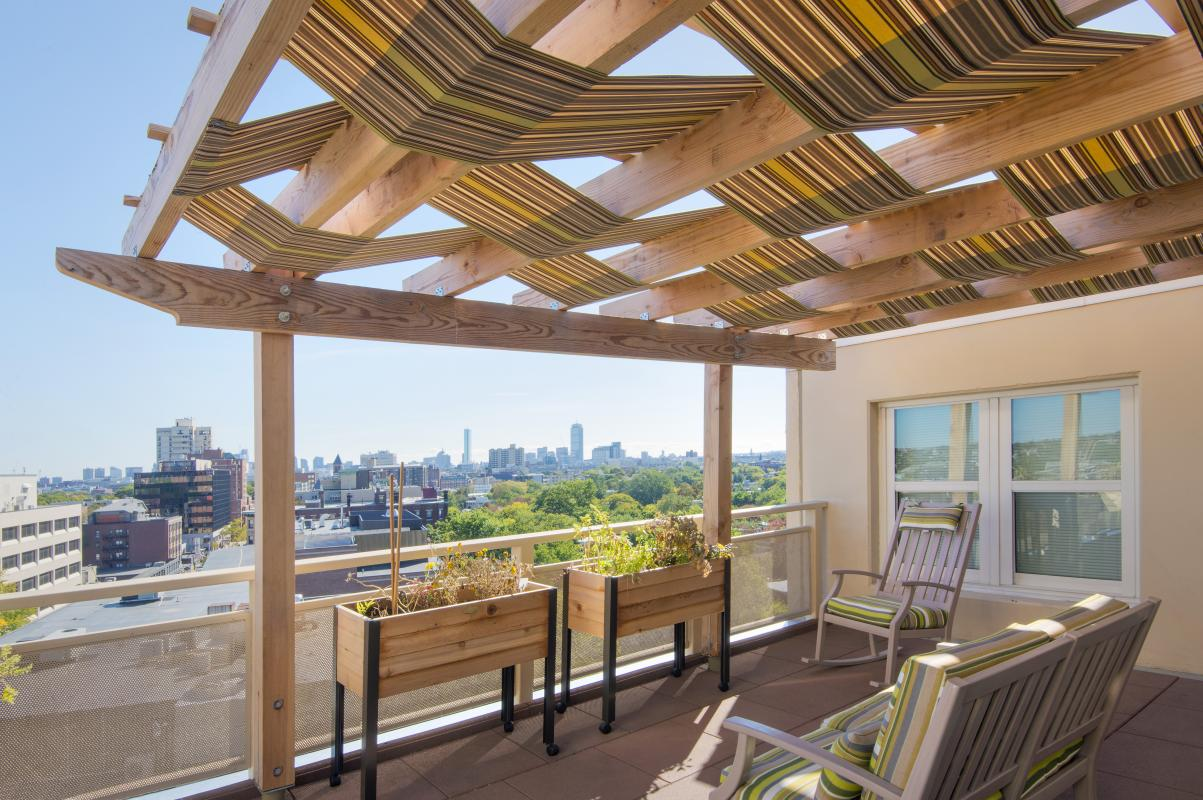 Roof deck with pergola awning